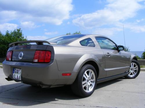 ford-mustang-2005[4]